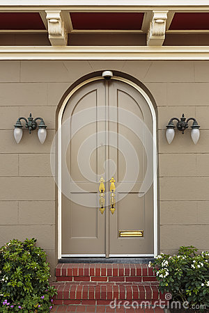 Free Upscale Home Arched Closed Front Doors Stock Images - 37579324