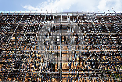Upward view of scaffolding pipes