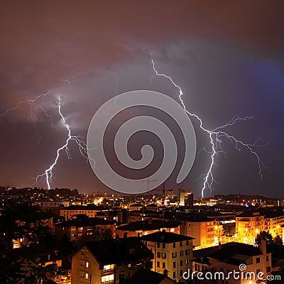 Free Urban Lightning Strike Royalty Free Stock Photography - 10592697