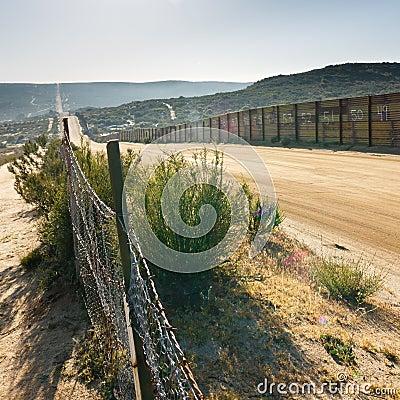Free US/Mexico Border Fence Royalty Free Stock Photography - 19733747