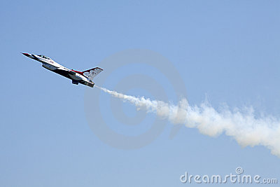 USAF Thunderbird F-16 - Power Stall Flyby Editorial Photography