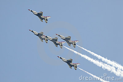 USAF Thunderbird F-16 - Power Stall Flyby Editorial Stock Photo