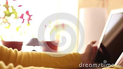 Usando tecnologías modernas en casa almacen de video