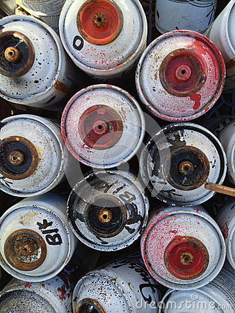 Free Used Spray Paint Cans Stock Images - 32734204