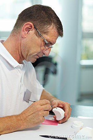 Using a probe on dentures