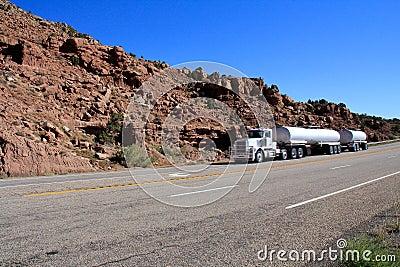 Utah: Oil Tanker Semi