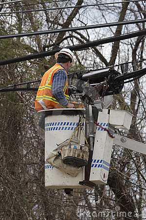 Free Utility Worker Repairing Lines Stock Photography - 686902