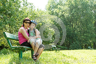 Utomhus- moder och hennes son
