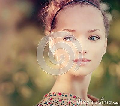 Utomhus- romantisk flicka