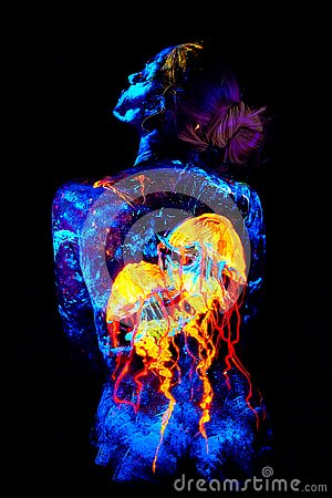 Free UV Body Art Painting Of A Jellyfish On A Back Stock Images - 129898084