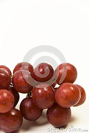 Uvas sin semillas jugosas rojas