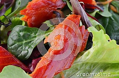 Uwędzona łososiowa sałatka