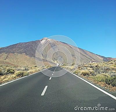 Väg till berg El Teide