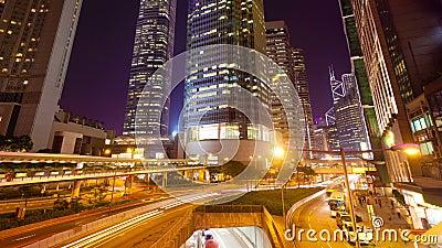 vídeo do timelapse 4k de um mercado de rua do vídeo do hyperlapse de Hong Kong 4k do tráfego ocupado e de construções financeiras video estoque