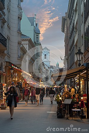 Free Vaci Street In Budapest Night View Royalty Free Stock Photos - 107367018