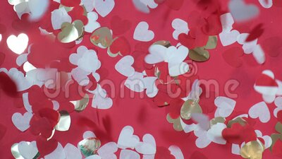 Valentijnsdag hartvormig papier decor confetti valt langzamerhand in beweging stock video