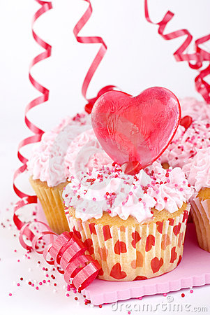 Free Valentine S Cupcakes With Candy Heart Stock Photos - 8152143