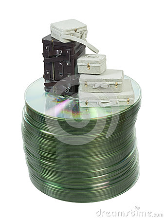 Valigie su una pila di dischi