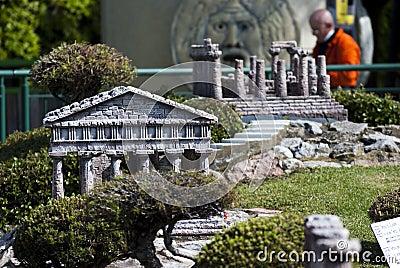 Valle de los templos en el mini parque de Italia Imagen editorial
