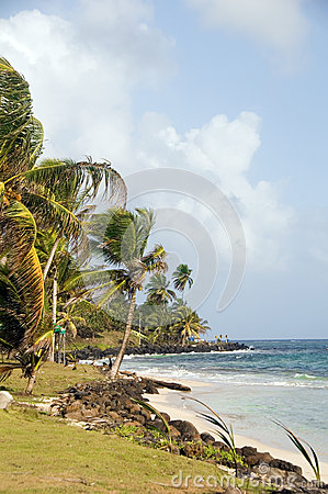 Het strand Sally Peachie Big Corn Island Nicaragua van Sally Peaches