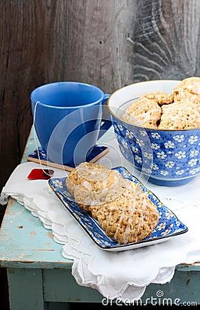 Vanilla-glazed apple cookies