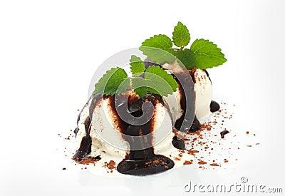 Vanilla ice cream with chocolate topping