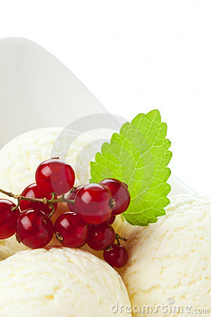 Vanilla ice cream with red currant