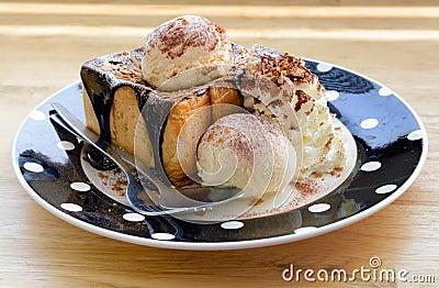 Vanilla ice cream on toasted bread