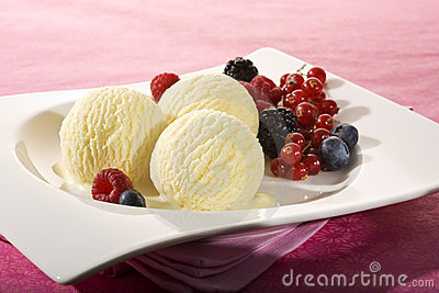 Vanilla icecream and various berries