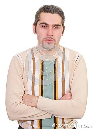 Varón hermoso serio joven en el suéter aislado