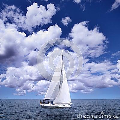 Varende boot in de wind