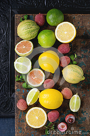 Free Variety Of Citrus Fruits With Tiger Lemon Stock Photography - 84795142