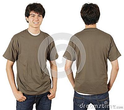 Varón con la camisa en blanco de la castaña