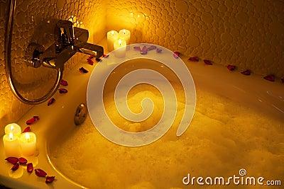 Vasca da bagno romantica fotografia stock immagine 18628010 - Vasca da bagno romantica ...