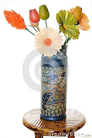 Vaso con i fiori di legno immagini stock immagine 17918194 for Mazzo per esterni in legno