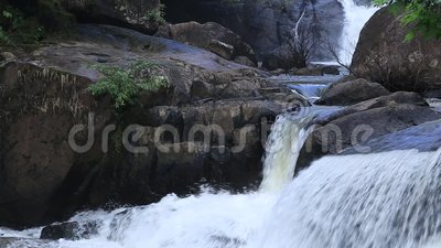 Vattenfall i Nakornnayok, Thailand stock video