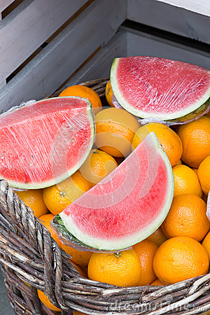 Vattenmelon och apelsiner