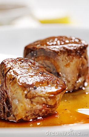 Free Veal Medallions Plate Royalty Free Stock Photography - 8428577