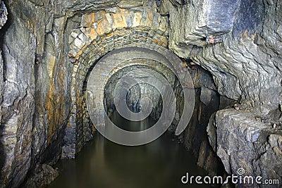 Vecchi archi della miniera