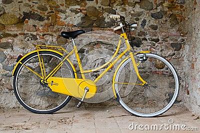 vecchia-bici-gialla-2811999.jpg