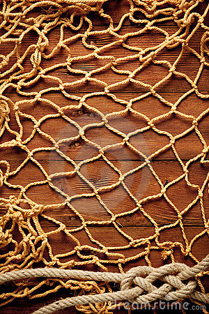 Vecchia corda e rete da pesca sulla scheda di legno anziana