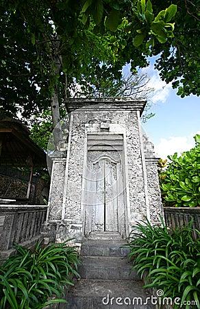 Vecchia entrata della casa del bali fotografie stock for Decorazione entrata casa