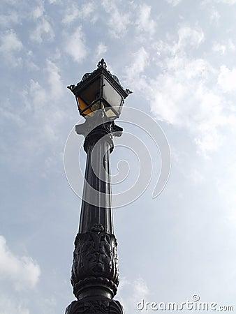 Vecchia lampada di via parisiant
