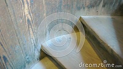 Vecchie scale di legno archivi video
