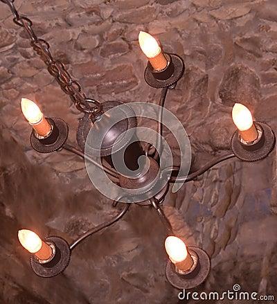 Vecchio lampadario a bracci