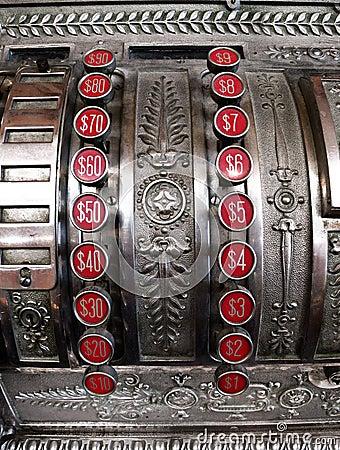 Vecchio registratore di cassa con i bottoni del dollaro