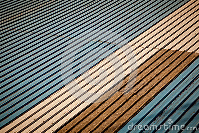 Vecchio tetto del metallo