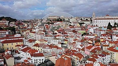 Veduta aerea sullo storico quartiere di Alfama a Lisbona video d archivio