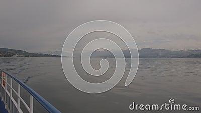 Veerboot op het meer stock footage