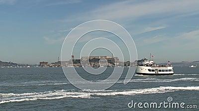 Veerboot voor Alcatraz, San Francisco, Verenigde Staten stock videobeelden